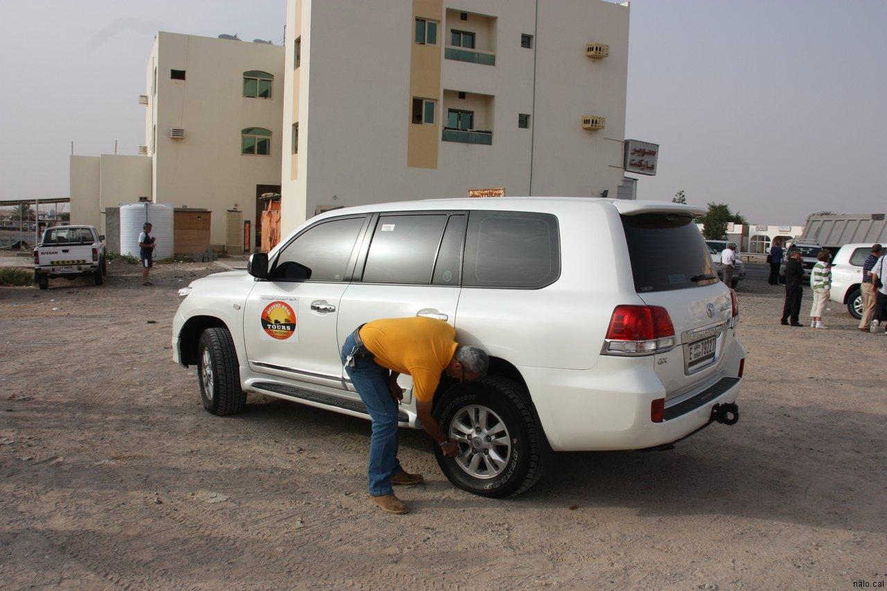 Desinflant les rodes per entrar al desert