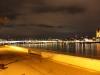 Vista de la riba del riu de nit